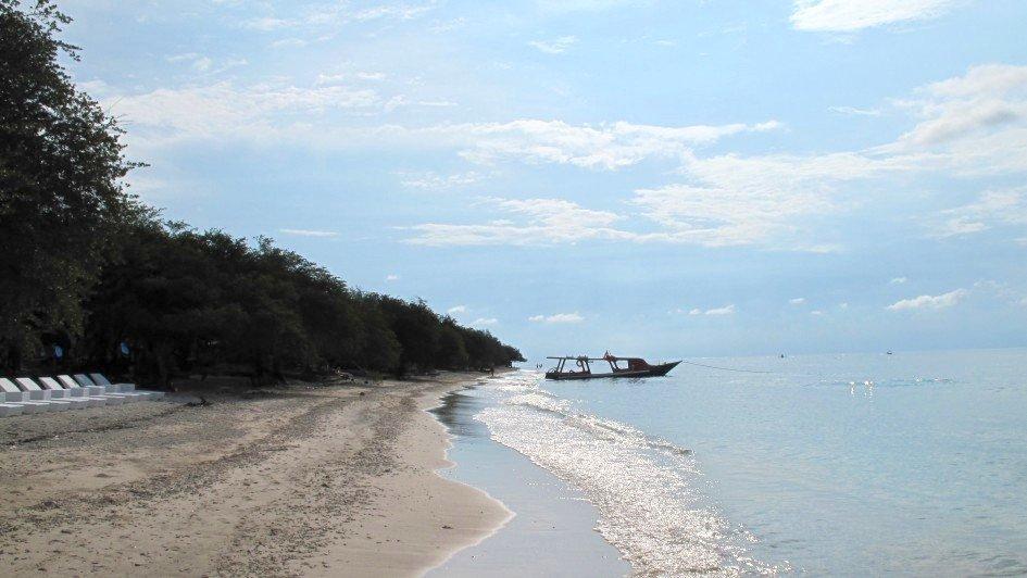 Boot und Strand auf Gili Trawangan, Indonesien