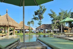 Pool im Puri Air Beach Resort