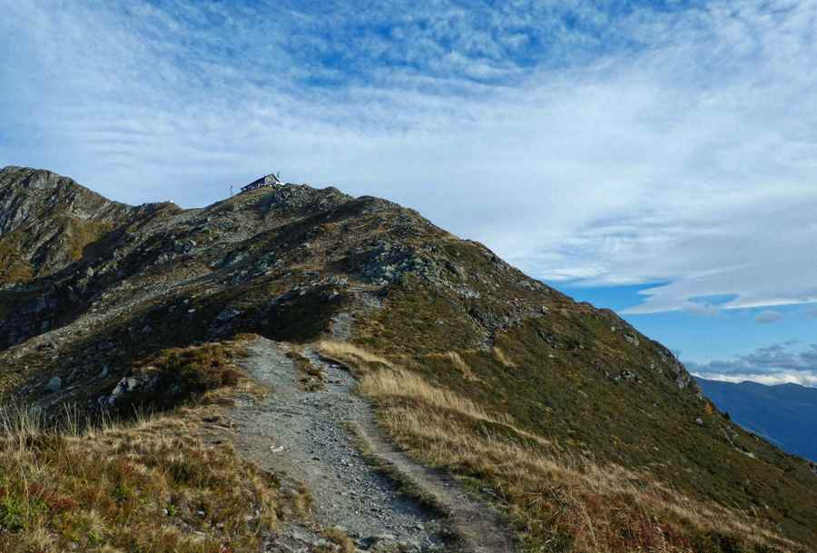 ÖAV Kellerjochhütte am Gipfel gelegen