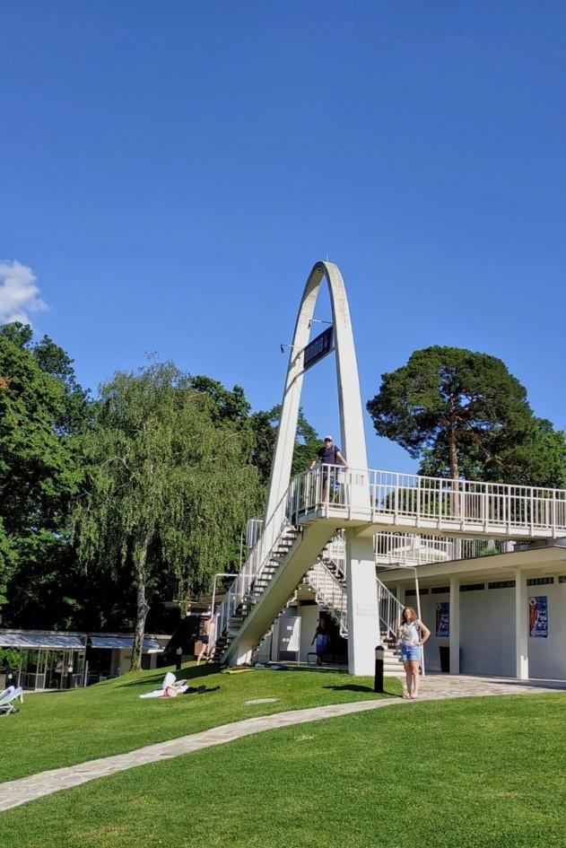 Architektur im Schwimmbad Schoenbrunn