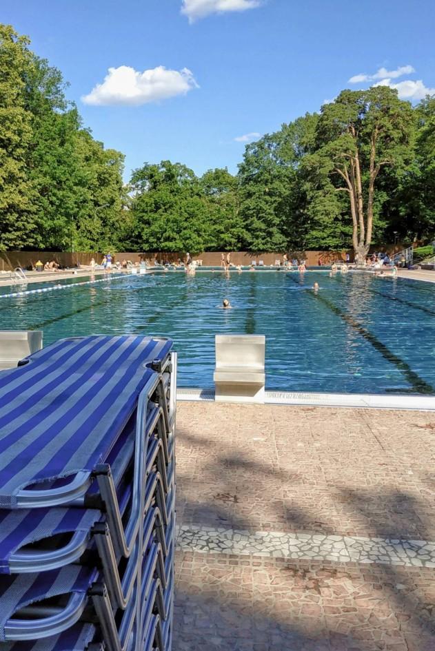 Liegen und 50m Becken im Schwimmbad Schoenbrunn